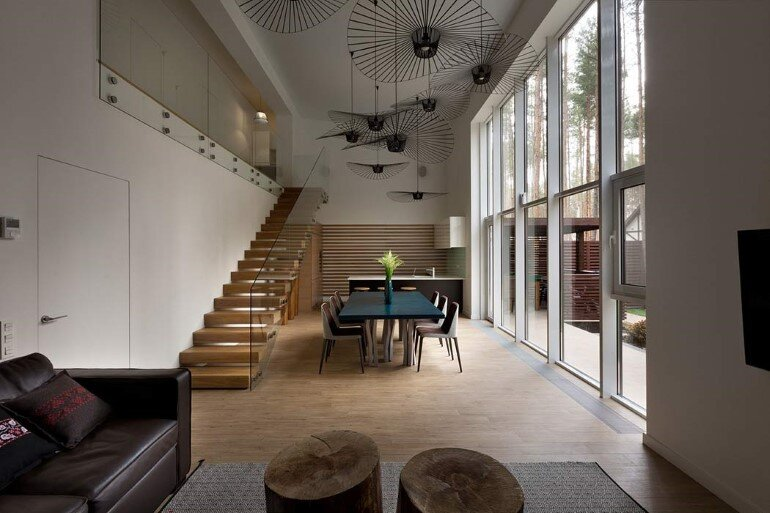 By Using an Optical Illusion This Family House Looks Much Bigger Inside Then It Is (10)