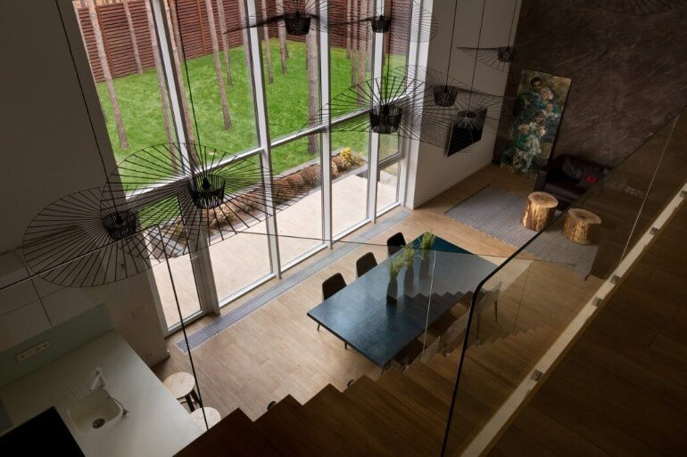 By Using an Optical Illusion This Family House Looks Much Bigger Inside Then It Is (11)