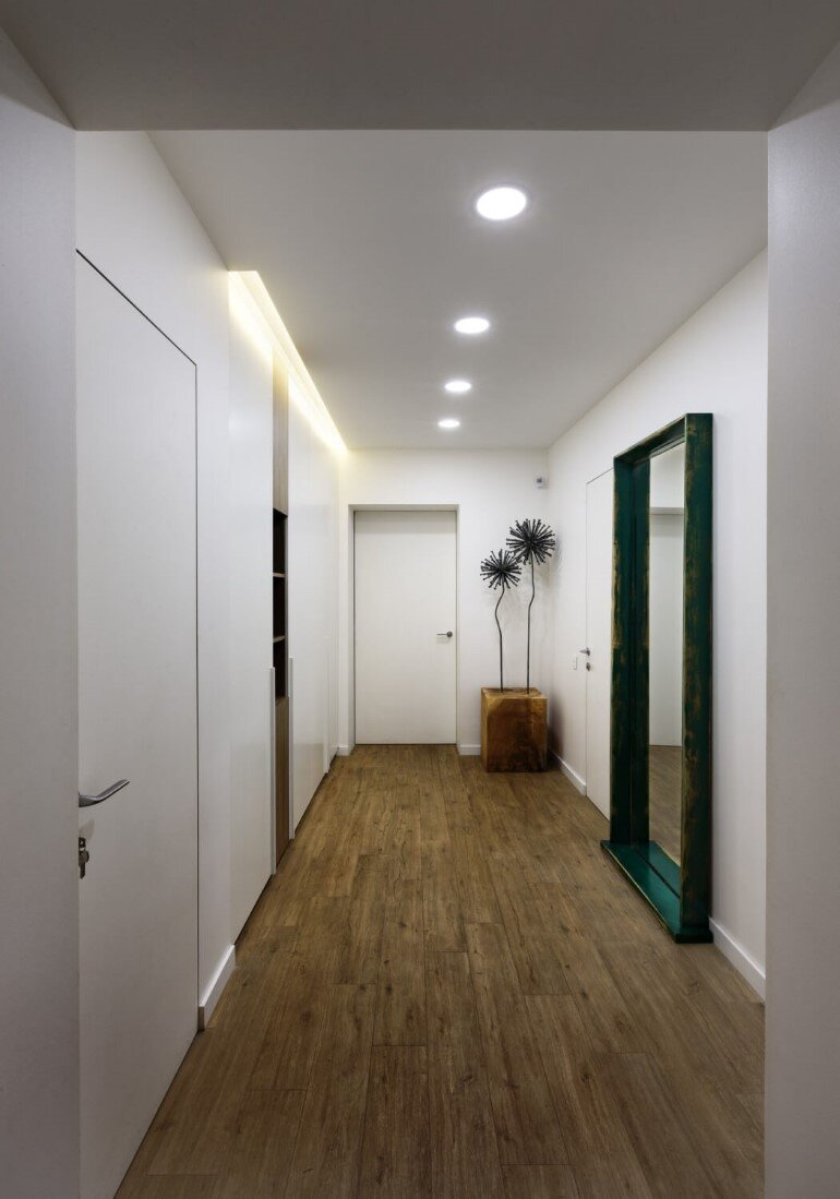 By Using an Optical Illusion This Family House Looks Much Bigger Inside Then It Is (17)