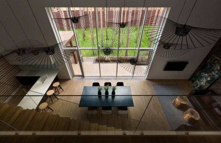 By Using an Optical Illusion This Family House Looks Much Bigger Inside Then It Is (4)