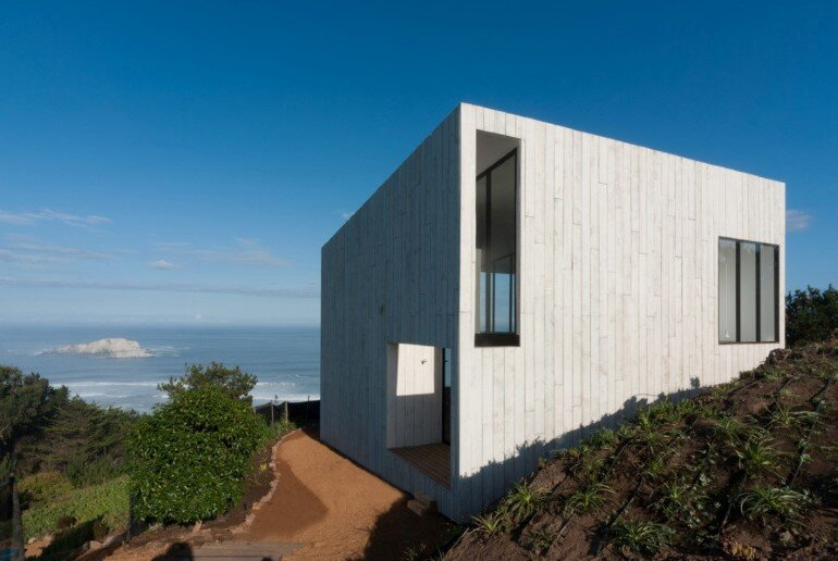 D House - Two Storey House Situated at the Top of a Cliff (14)