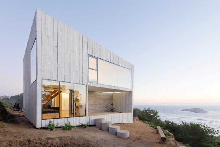 D House - Two Storey House Situated at the Top of a Cliff (2)