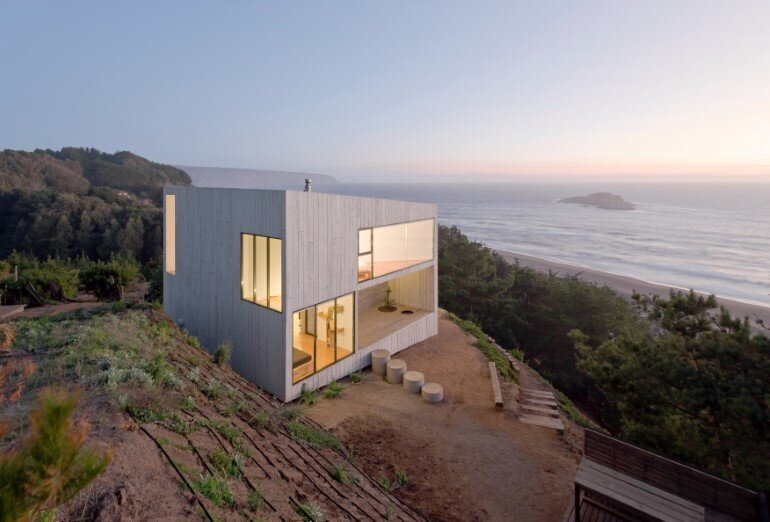 D House - Two Storey House Situated at the Top of a Cliff (3)