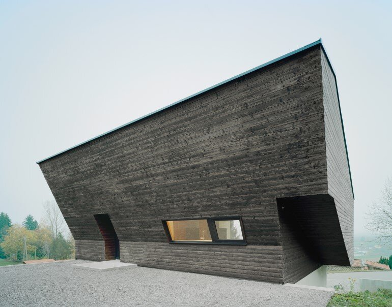 Haus P - Deep Black Holiday House for a Family of Eight (1)