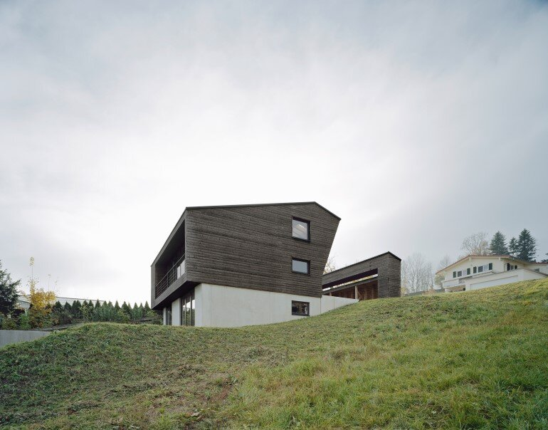 Haus P - Deep Black Holiday House for a Family of Eight (3)