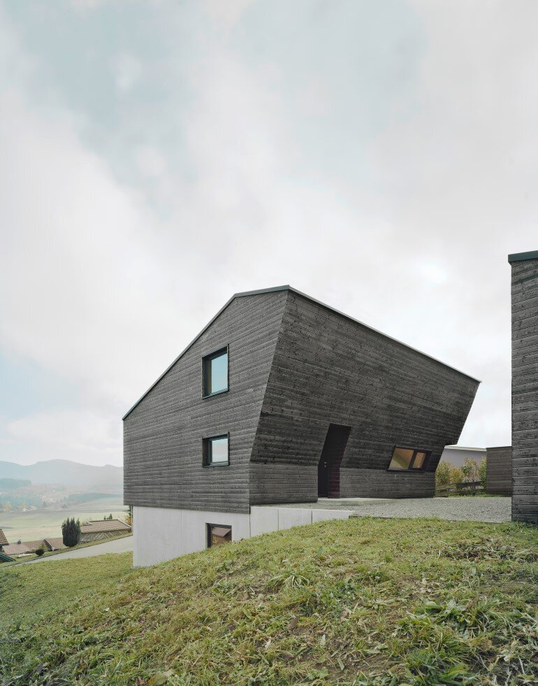 Haus P - Deep Black Holiday House for a Family of Eight (4)