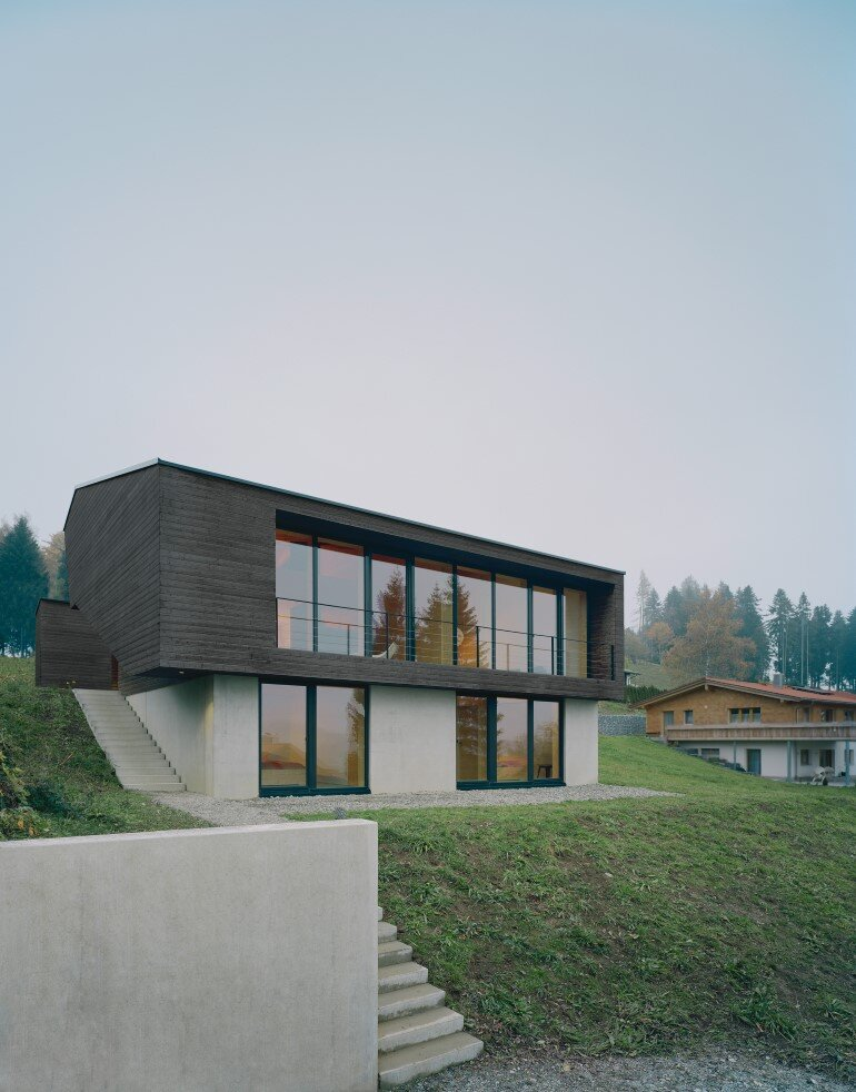 Haus P - Deep Black Holiday House for a Family of Eight (5)