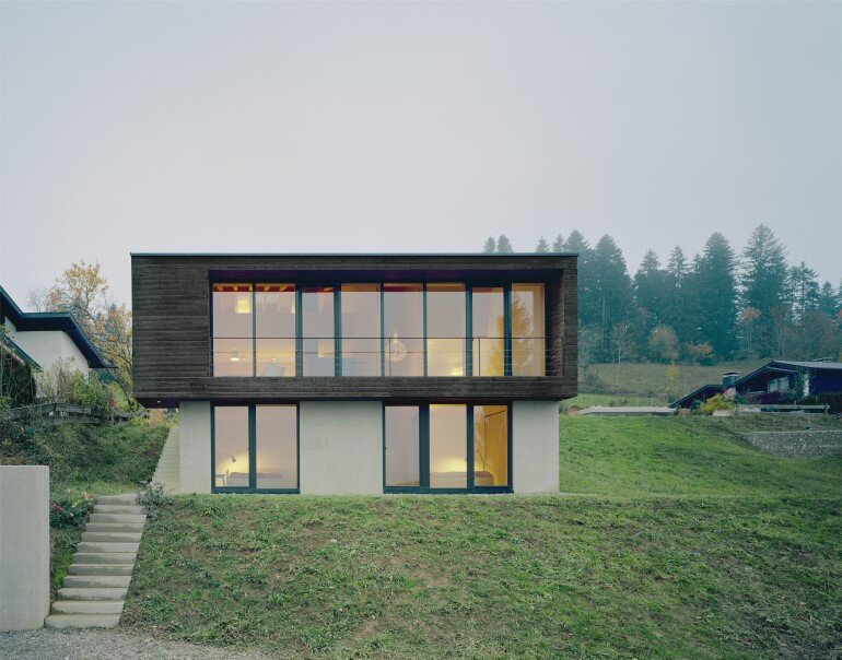 Haus P - Deep Black Holiday House for a Family of Eight (6)