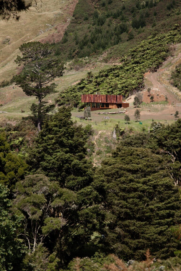 K Valley House - A Retreat for Film Makers by Herbst Architects (12)