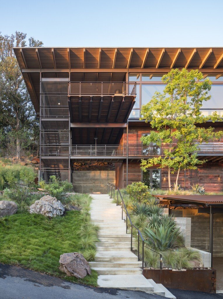 Lakeside House rises above the trees for 180-degree views (11)