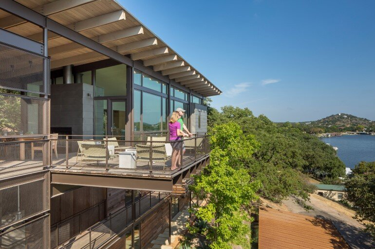 Lakeside House rises above the trees for 180-degree views (20)