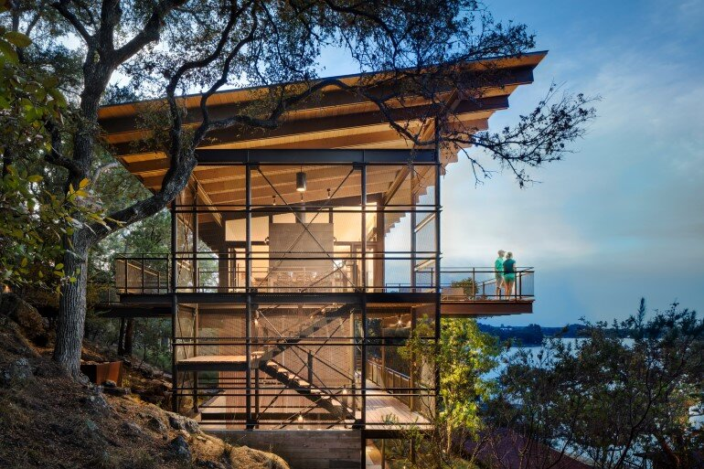 Lakeside House rises above the trees for 180-degree views (21)