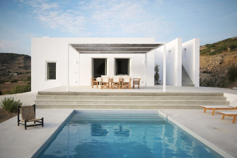 Modern and Minimalist House on the Island of Paros, Greece (1)