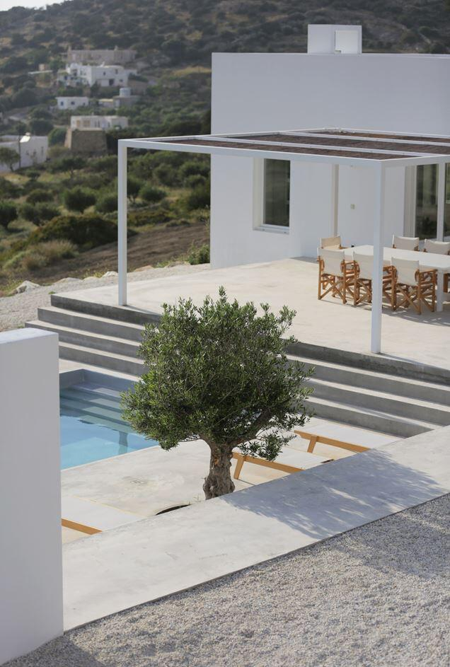 Modern and Minimalist House on the Island of Paros, Greece (6)