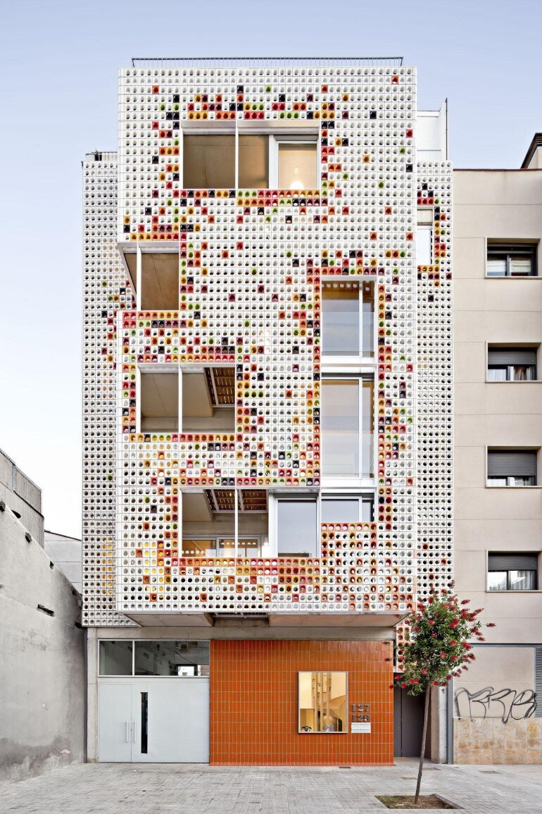 Multifamily Housing Designed with a Shiny Colorful Ceramic Facade (1)