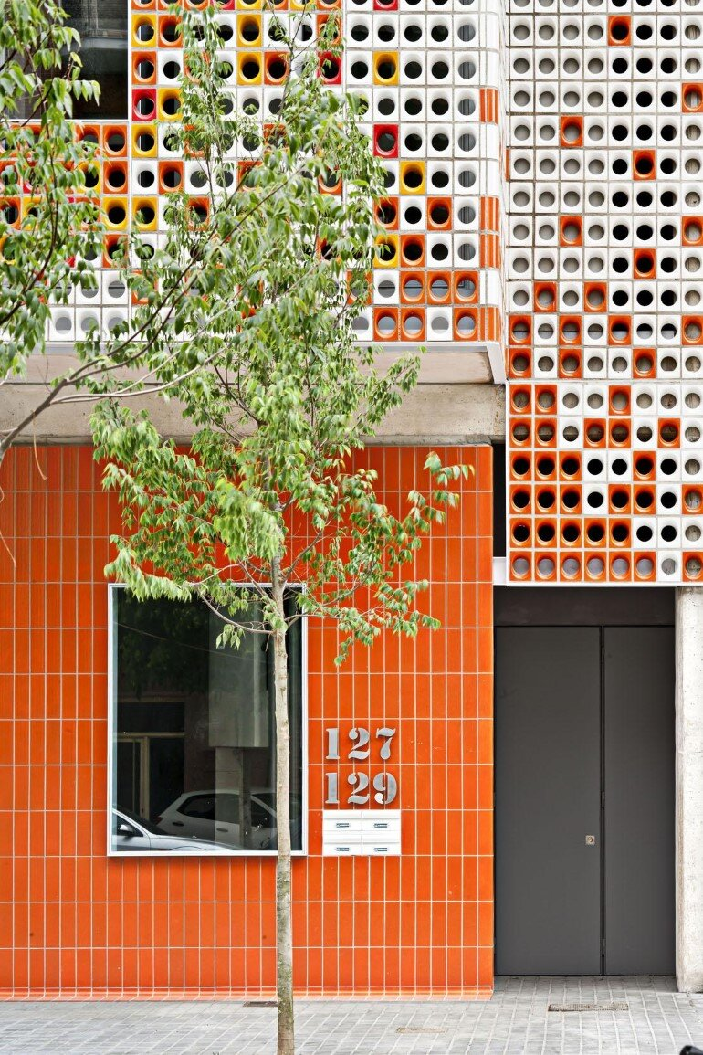 Multifamily Housing Designed with a Shiny Colorful Ceramic Facade (4)