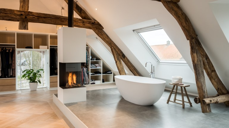 Old Dutch Farm Renovated with Preservation of Ancient Wooden Trusses (20)