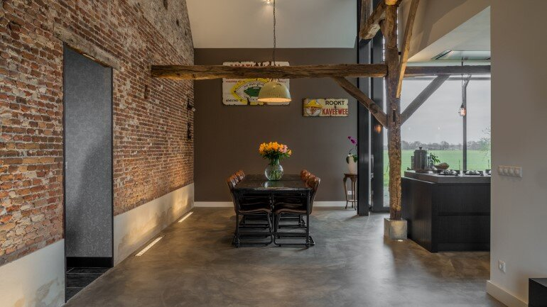 Old Dutch Farm Renovated with Preservation of Ancient Wooden Trusses (3)