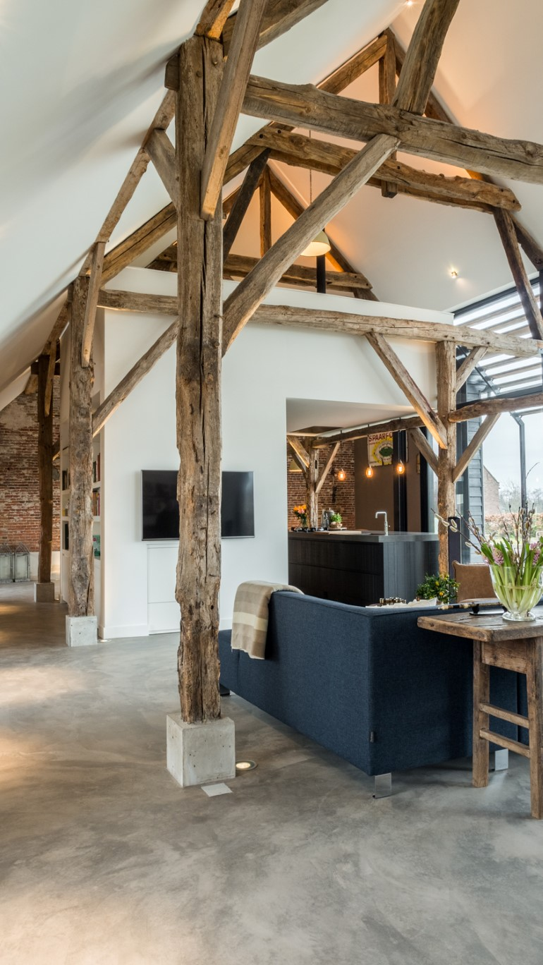 Old Dutch Farm Renovated with Preservation of Ancient Wooden Trusses (5)