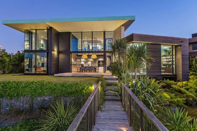 Spectacular Clifftop House in Auckland by Xsite Architects (1)