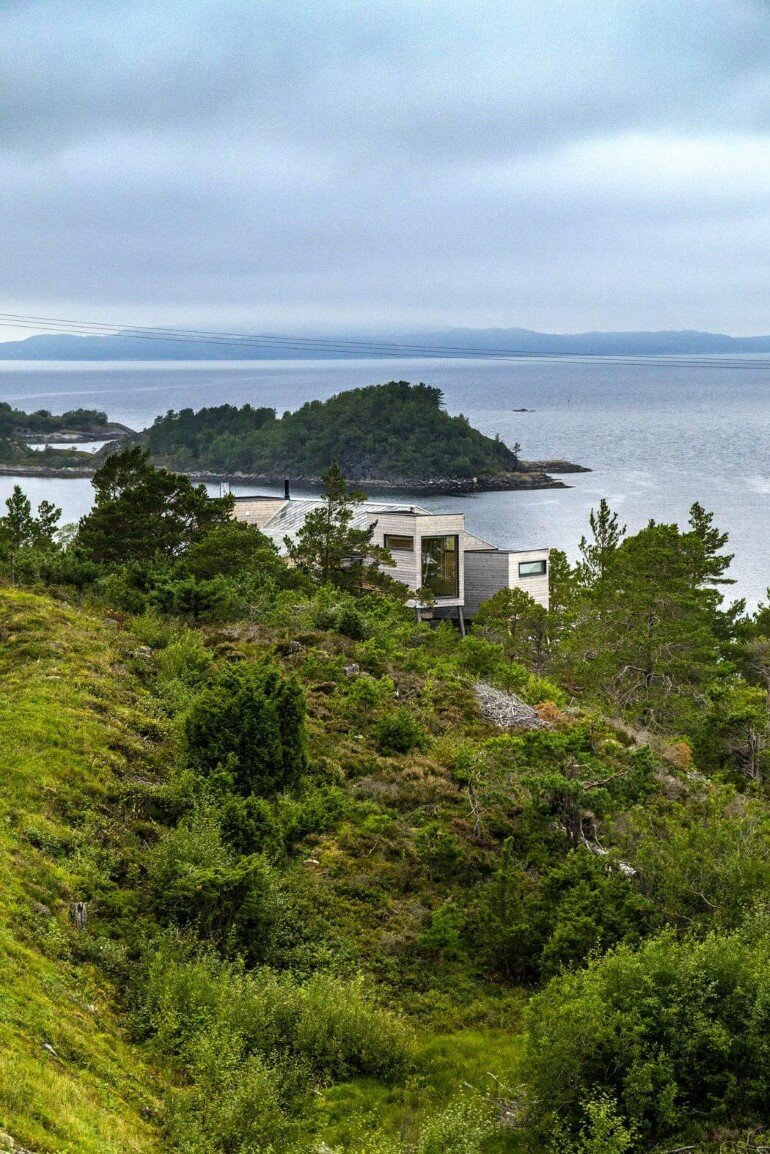 Straumsnes Holiday Cabin - Views Over a Norwegian Fjord 9