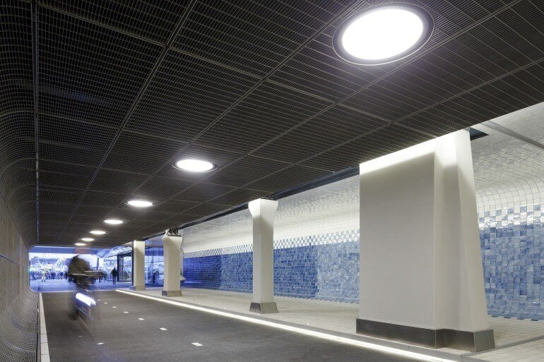 The Cuyperspassage at Amsterdam's Central Station is Decorated with 80,000 Hand-Painted Tiles (6)