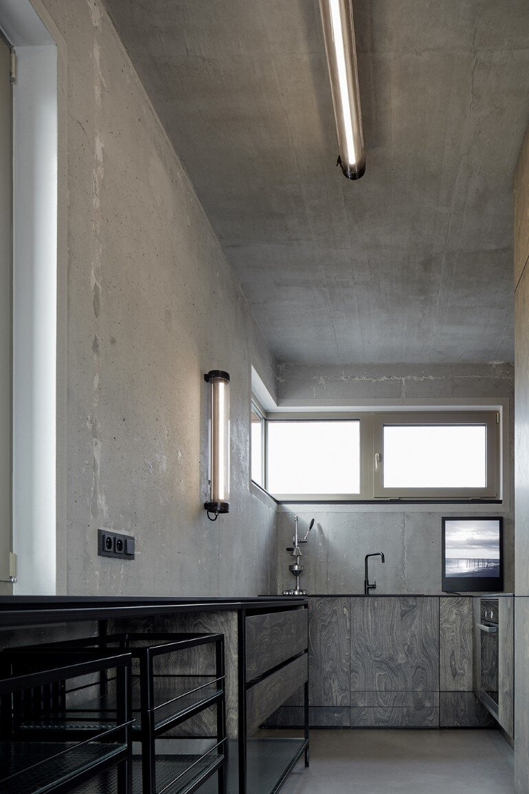 The Loft Hrebenky Combines Rawness and Plenty of Tailor-Made Pieces (10)