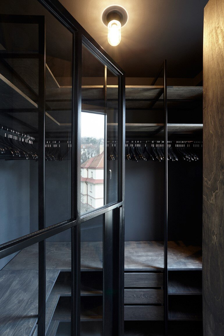 The Loft Hrebenky Combines Rawness and Plenty of Tailor-Made Pieces (19)