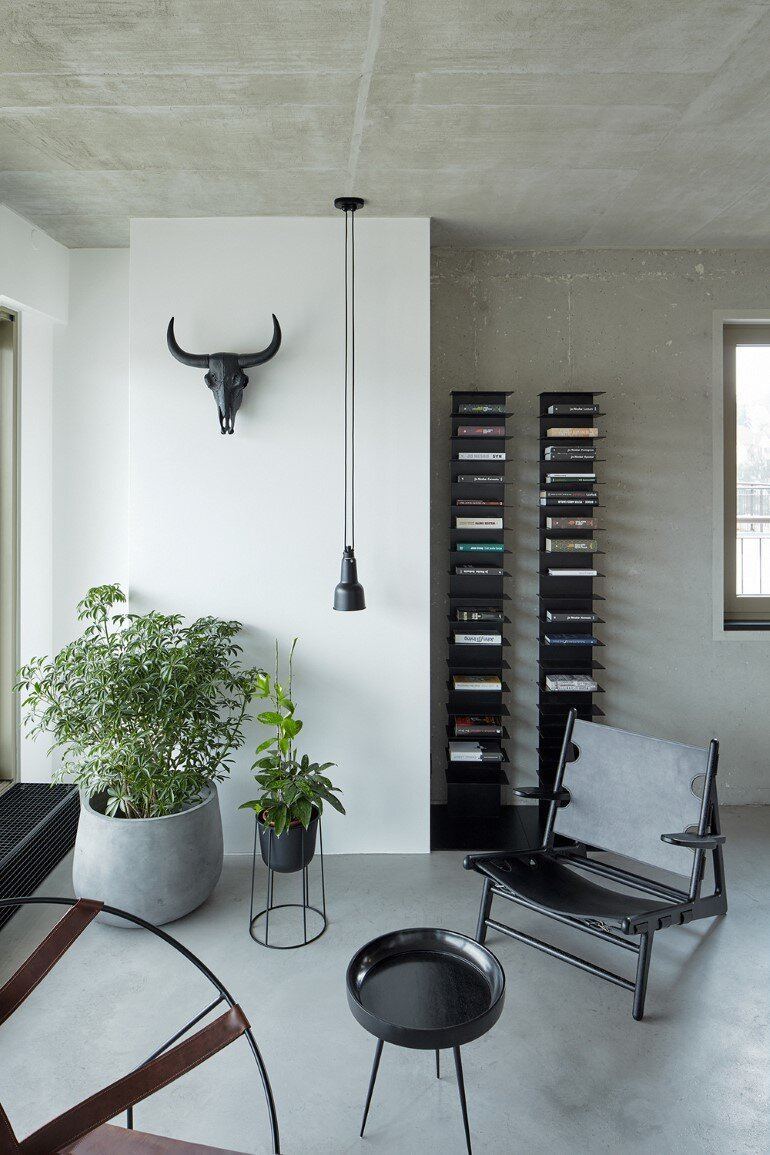 The Loft Hrebenky Combines Rawness and Plenty of Tailor-Made Pieces (5)
