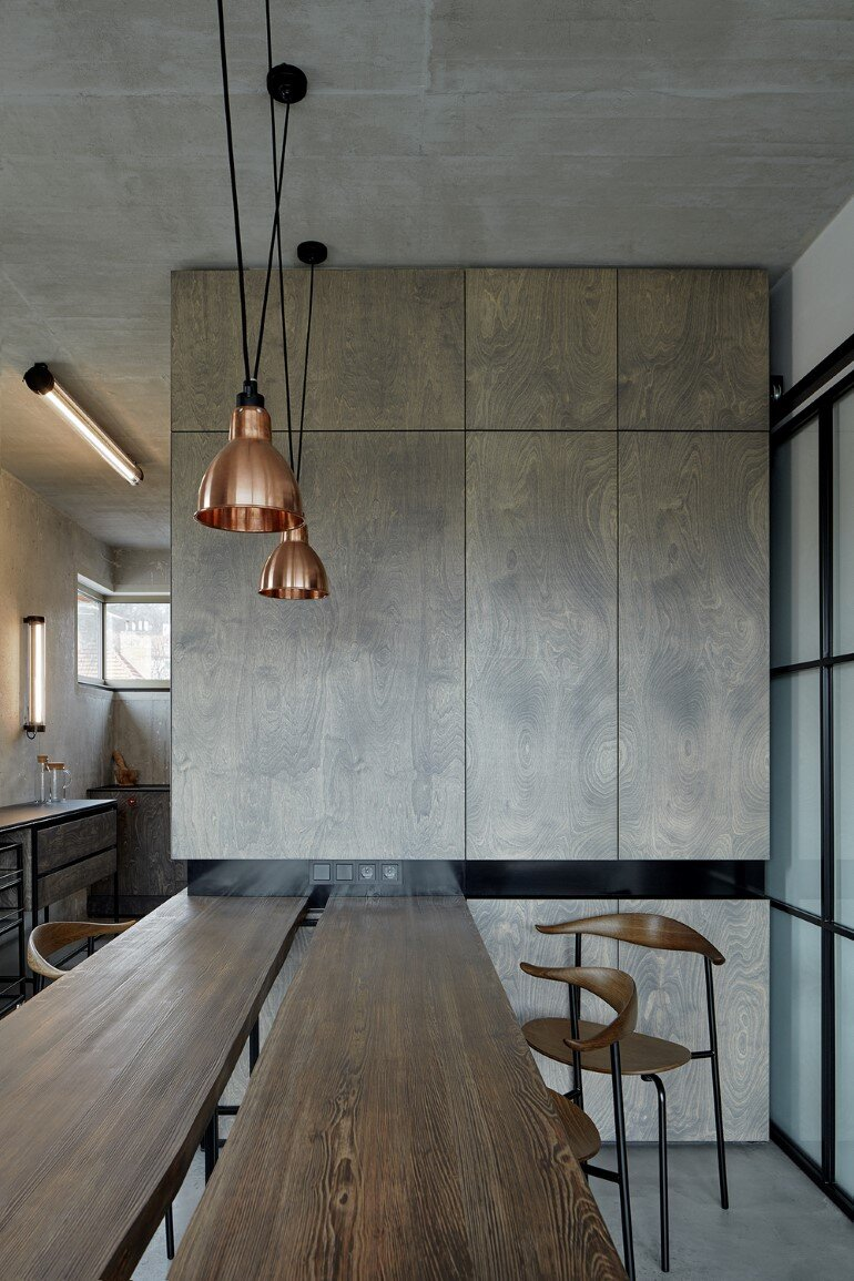 The Loft Hrebenky Combines Rawness and Plenty of Tailor-Made Pieces (8)