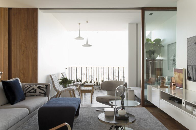 This Apartment Has a Kitchen Area Fully Clad with Porcelain Tiles (13)