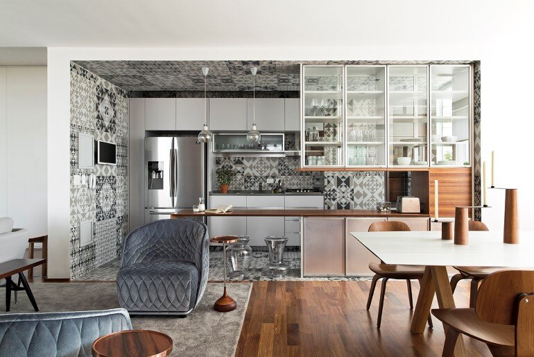 This Apartment Has a Kitchen Area Fully Clad with Porcelain Tiles (5)