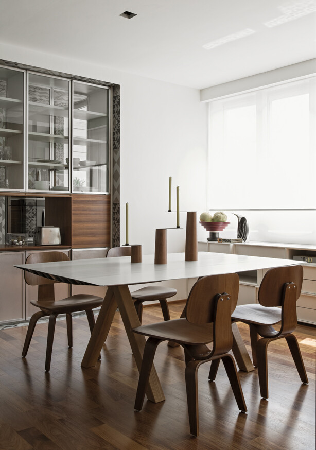 This Apartment Has a Kitchen Area Fully Clad with Porcelain Tiles (6)