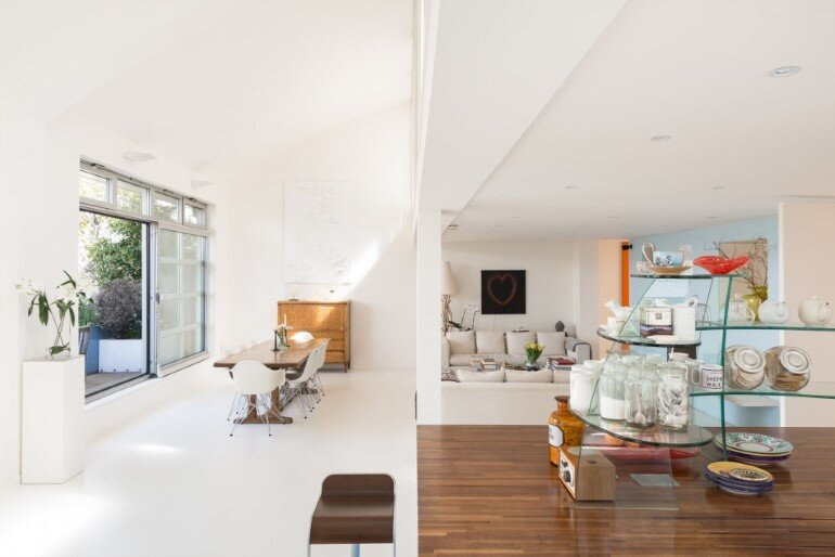 This London Penthouse Offers Double-Height Spaces and Extensive Terracing (11)
