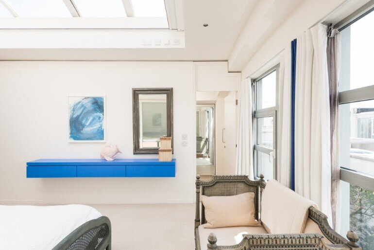This London Penthouse Offers Double-Height Spaces and Extensive Terracing (18)