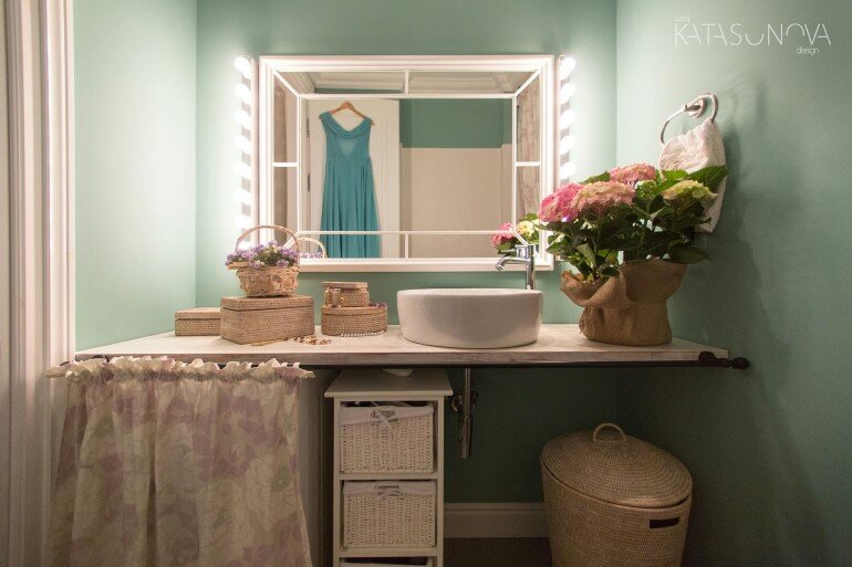 This Small Apartment Was Designed for a Young Woman (8)
