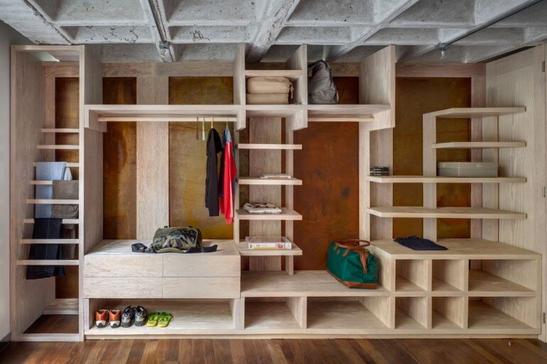 Traditional Apartment Turned into a Functional Studio for a Young Designer (10)