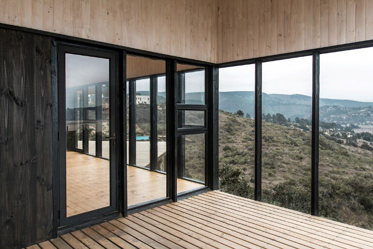 Wooden Beach House Integrated in a Spectacular Coastal Landscape (4)