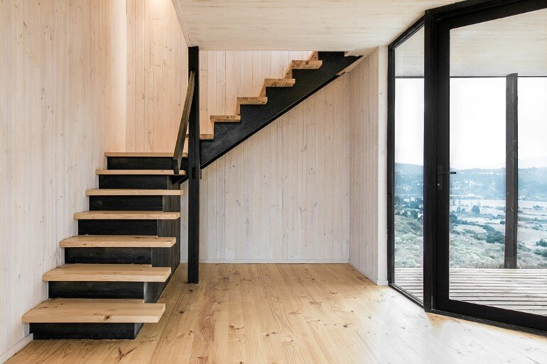 Wooden Beach House Integrated in a Spectacular Coastal Landscape (5)