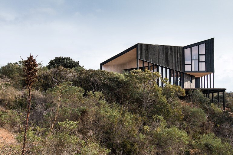 Wooden Beach House Integrated in a Spectacular Coastal Landscape (7)
