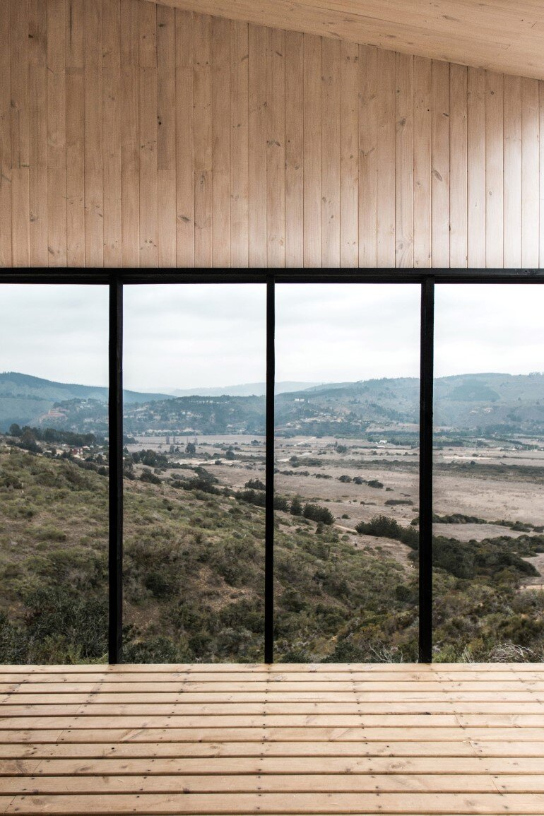 Wooden Beach House Integrated in a Spectacular Coastal Landscape (8)