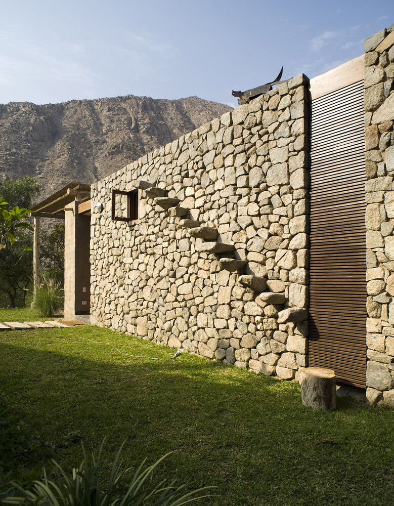 Chontay Stone House in Peru by Marina Vella Arquitectos (12)