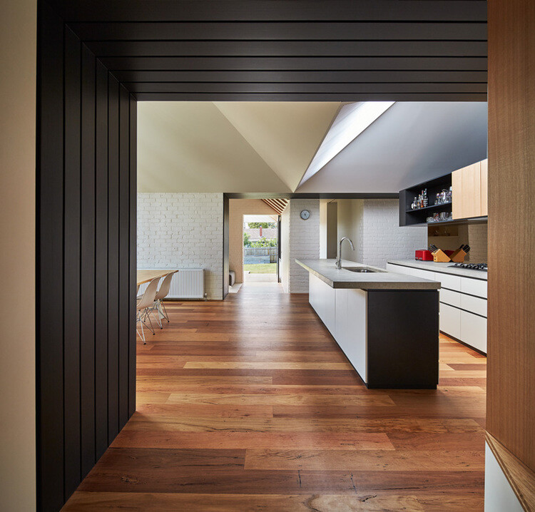 Hip and Gable House - Extension of a Californian Bungalow (14)