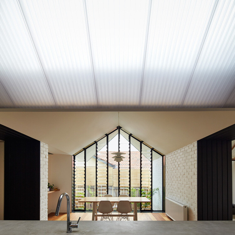 Hip and Gable House - Extension of a Californian Bungalow (4)