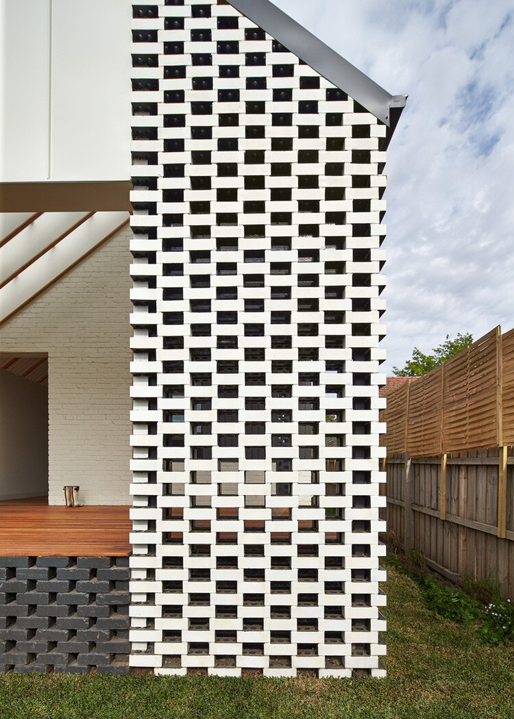 Hip and Gable House - Extension of a Californian Bungalow (9)
