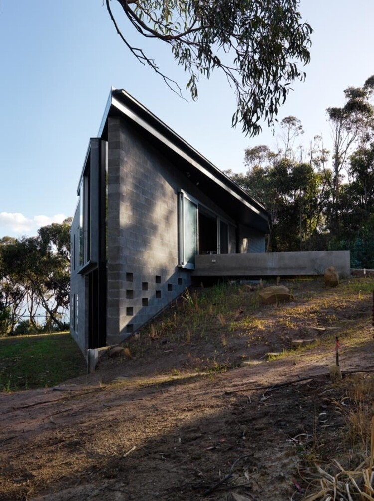 House at Big Hill by Kerstin Thompson Architects (16)