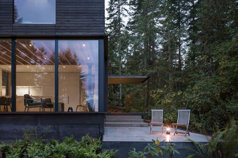 Little House Wrapped in Blackened Timber - MW Works (7)