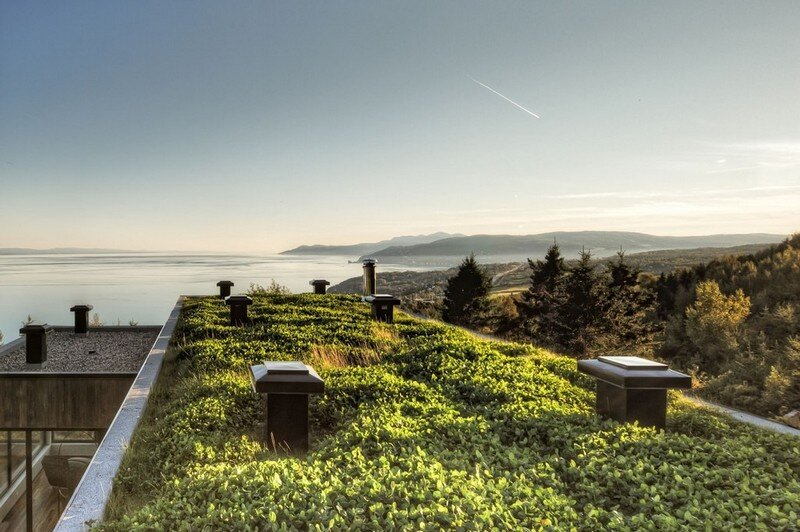 Malbaie V Residence is Fully Covered with a Green Roof (2)