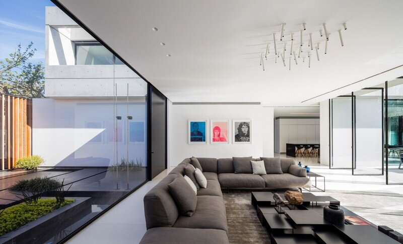 Modern Concrete Home With Spacious Interiors in Israel (12)