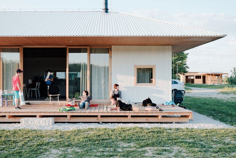 Single-Storey Bungalow for a Family of Five - The Lake House (2)